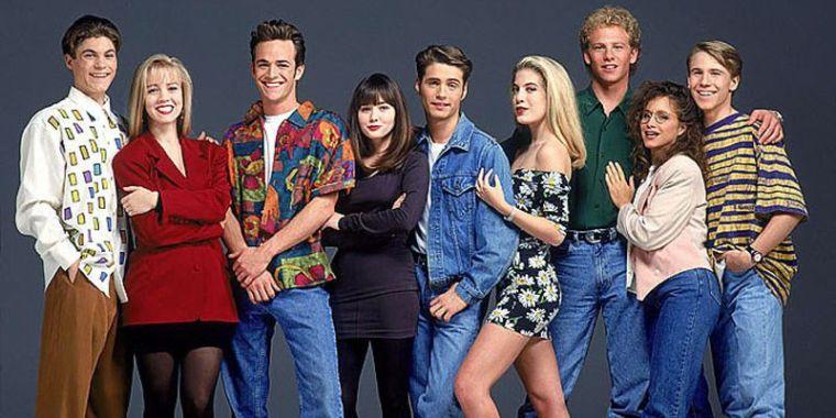 o-BEVERLY-HILLS-90210-PHOTOS-facebook